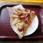 Hilavitkuttimen sunnuntaitarjoiluehdotus: nakki-ranskalais-pizza