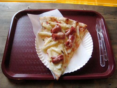 Hilavitkuttimen sunnuntaitarjoiluehdotus: nakki-ranskalais-pizza 1