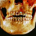 Mesoamerikan intiaanien hammaskorut