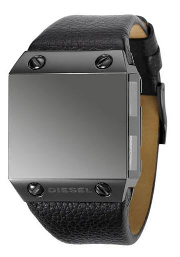 Diesel DZ9044 Black Label on neljän aikavyöhykkeen kello 1