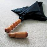 Polite Umbrella suojaa silmäkontaktilta tarvittaessa 1