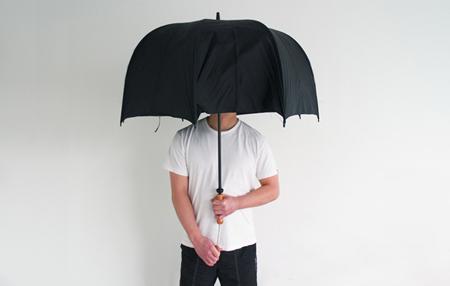 Polite Umbrella suojaa silmäkontaktilta tarvittaessa 3