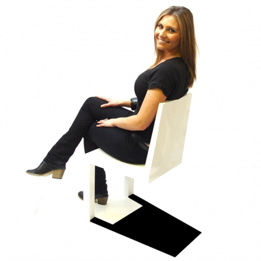 Shadow Chair uhmaa painovoimaa - vai uhmaako? 2