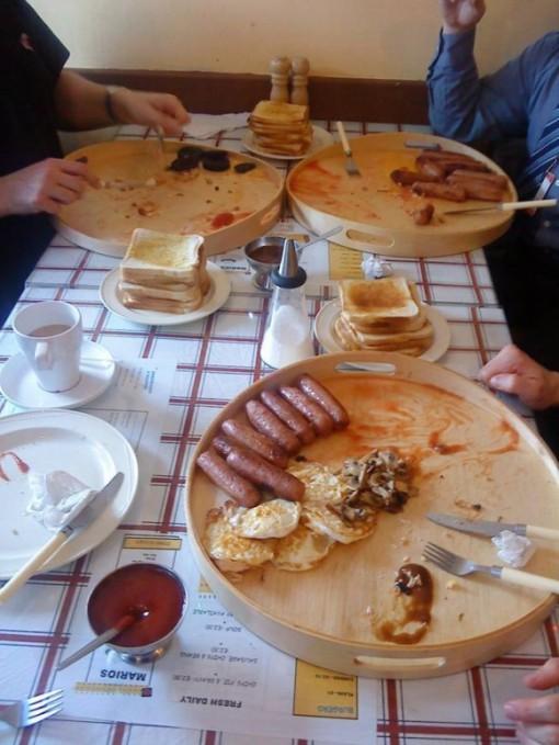 The £10 Breakfast tyydyttää tuhdimmankin krapulan, kenties. 2