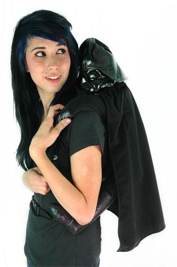 Darth Vader Back Buddy, siellä se roikkuu, pahis selässä