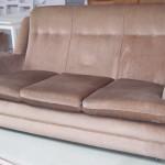Sohva jossa on biljardipöytä 70-luvulta