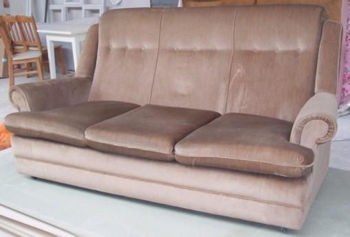 Sohva, jossa on biljardipöytä 70-luvulta 2