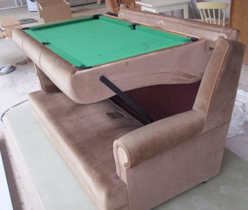 Sohva, jossa on biljardipöytä 70-luvulta 1