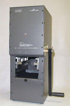 The Model MHDD - Manual Hard Drive Destroyer pistää kovalevyt poikki ja pinoon 1