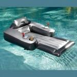 Moottoroitu uimapatja-sohva päivittää uima-allastarpeet