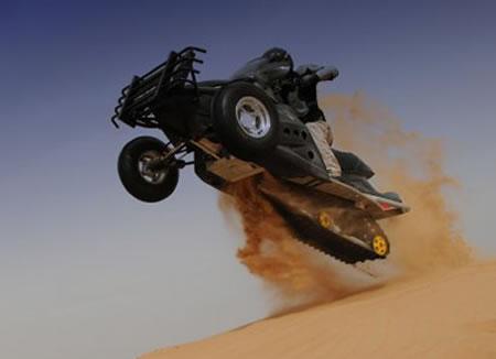 Platune Sand-X Bike -moottorikelkka-johdannainen jyrää hietikolla 4