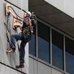 BBC:n Jem Stansfield rakensi itselleen seinäkiipeilykengät pölynimurista
