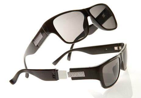 Calvin Klein esittelee usb-tikku-aurinkolasit. Mautonta?
