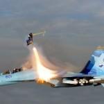 Sukhoi Su-35 lentää ilman suojakatosta mach 2 -nopeudella ja takapilotti käyttää heittoistuinta