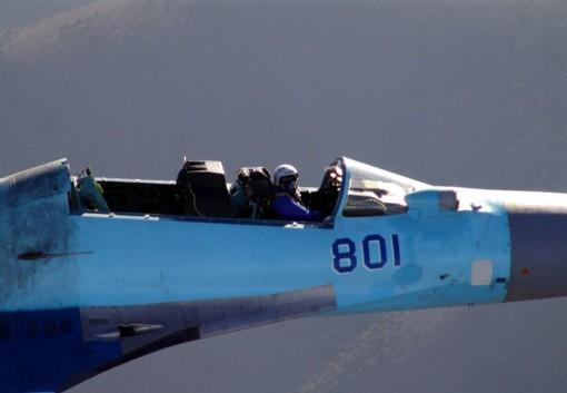 Sukhoi Su-35 lentää ilman suojakatosta mach 2 -nopeudella ja takapilotti käyttää heittoistuinta 1
