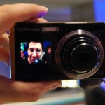 Samsung TL225 -kamerassa on 1,5 tuuman näyttö etupuolella