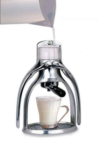 Presso Coffee Maker tekee espressoa ilman sähköä