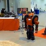 OmniZero.9 on robotti, joka kävelee, muuntuu autoksi ja kantaa pikkulapsia