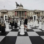 Jättimäinen shakkilauta, jolla voi pelata