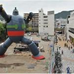 Jättimäinen robottipatsas pystytettiin Japanissa