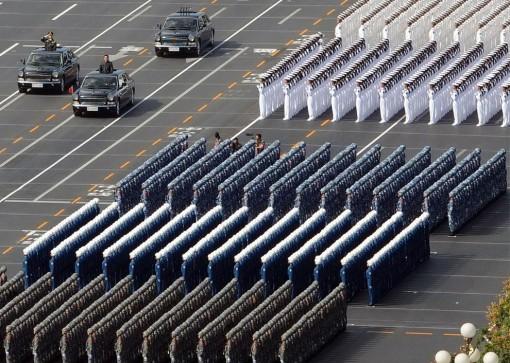 Kiinassa vietettiin 60-vuotispäivää värikkäissä tunnelmissa 1