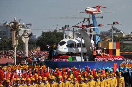Kiinassa vietettiin 60-vuotispäivää värikkäissä tunnelmissa 5