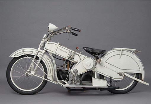 Mars on moottoripyörä 1920-luvulta, suunnittelijana Claus Franzenberg 1