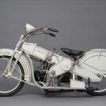 Mars on moottoripyörä 1920-luvulta, suunnittelijana Claus Franzenberg