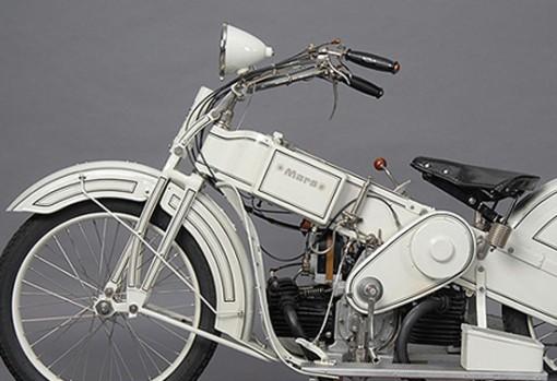 Mars on moottoripyörä 1920-luvulta, suunnittelijana Claus Franzenberg 2