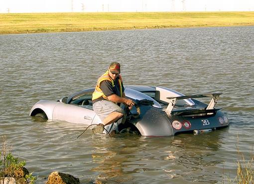 Bugatti Veyron juuttui vesiesteeseen Galvestonissa
