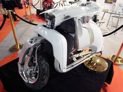 XOR motors esittelee: XO2 urban transformer, kokoontaittuva sähköskootteri 2