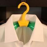 Rethink-henkari kierrättää tyhjät limupullot vaateripustimiksi