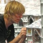Bryan Berg käytti 44 päivää ja 218792 pelikorttia rakentaakseen maailman suurimman korttitalon Macaoon
