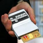 """Luottokorttilompakko muovikortin """"valintapainikkeilla"""""""