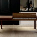 Pöydän sisään piilotettu piano
