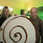 Neil Lambeth ja Will Aspinall: Aspiral Clock eli spiraalinen kello on kuulakello