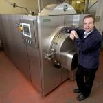 Pesukonetta muistuttava Resomator -krematorio lupaa mullistaa hautausbisneksen