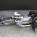"""Tim """"Frogman"""" Cotterill rakensi trike-pyörän, se on Road Rocket ja siinä on 1000 heppaa"""