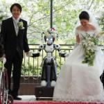 Maailman ensimmäinen robotin vihkimä hääpari sai toisensa Japanissa