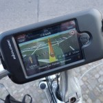 Testissä Navigon MobileNavigator sekä Dahon Biologic polkupyörälaturi ja iPhone kotelo