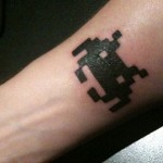 Space Invader ja Adventure -tatuioinnit