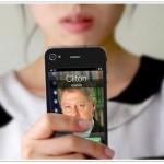 Amazing Calling -tarra iPhone 4:n selkään antaa kuvan, että puhuisi jollekin tärkeälle