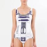 R2-D2 uimapuku tekee naisesta uimakoneen