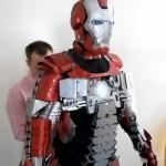 Mies rakensi aidon salkkuun mahtuvan Iron Man Mark V Briefcase Armour -puvun