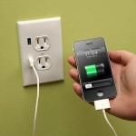 U-Socket on pistorasia USB-laturilla
