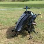 2 metrin mittainen miehittämätön helikopteri tiedustelee ja ampuu kranaatteja