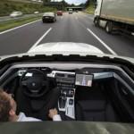 Automaattiohjauksella varustettu Bemari pistää menemään autobaanalla kädet vapaana