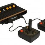 Atari 2600 Flashback pelikonsoli tuo olohuoneeseen historian lehtien havinaa