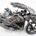 Aliens Vs. Predator moottoripyörä on hätkähdyttävä