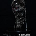 Huima elävän kokoinen ja liikkuva Terminator T800 rintapatsas rikkaille nörteille
